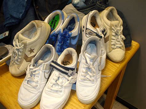 Busted 13725 Pairs Of Faux Nikes Seized In The City Of Big Shoulders Chicago Second City Style Fashion by Tried To Smuggle 6 Lbs Coke In Sneakers Ny Daily News
