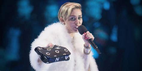 Cyrus Terbaru terbaru miley cyrus unggah foto berduaan dengan produser kapanlagi