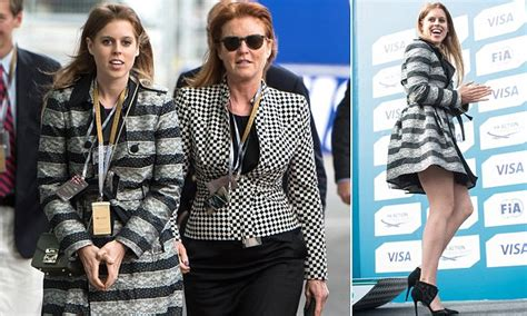 Set Beatrice 28 Biru 5 princess beatrice reveals a lot of leg with