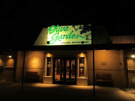 b b olive garden mmmmmm soup and rolls for dinner picture of olive garden eatontown tripadvisor