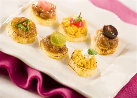 recettes de canap駸 recette canap 233 s de quenelles et confit d oignon