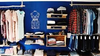 diy kleiderschrank ᐅᐅ begehbarer kleiderschrank ᐅ aus paletten weinkisten