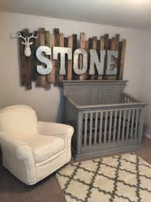 Picture of rustic wood pallet sign with galvanized metal