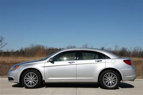 2011 Chrysler 200 Review by 2011 Chrysler 200 Review Photo Gallery Autoblog