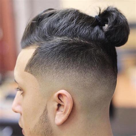 new mens knot hairstyles man bun top knot le chignon homme 224 la pointe de la