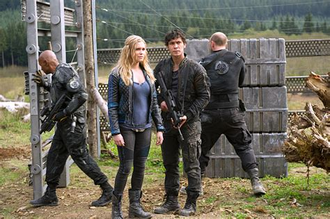 when will season 2 of the the 100 come out on netflix the 100 season 2 episode 8 stills hint at character death