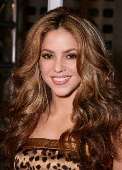 shakira natural hair color www pixshark com images shakira has gorgeous golden brown hair doll me up