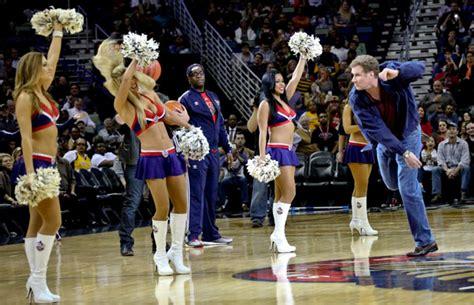 hit on floor izle will ferrell hits terrell with basketball