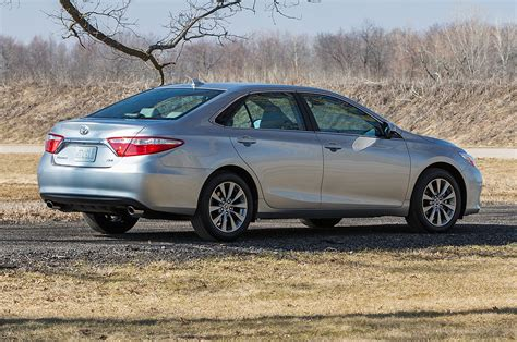 Toyota Camry Xle 2015 2015 Toyota Camry Xle Rear Side View With Branch Photo 18