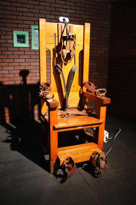 tennessee governor approves return to electric chair for