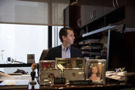 trump s desk donald trump jr s hilariously failed staged photo at his