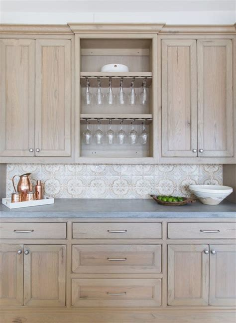 Staining Light Cabinets To by Best 25 Light Oak Cabinets Ideas On Kitchen