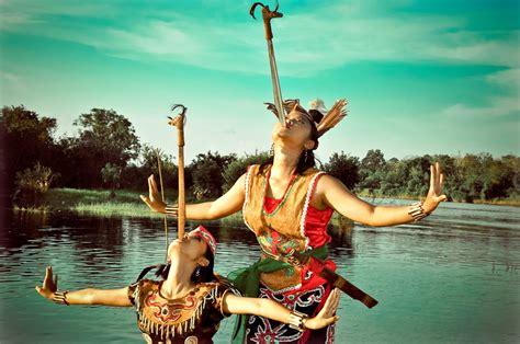 Promo Tameng Senjata Khas Dayak Kalimantan Tipe A tari mandau tarian khas suku dayak vokamo
