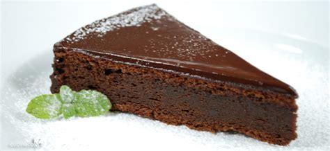 torta al cioccolato morbida all interno ricetta torta al cioccolato le ricette di cucinaconoi