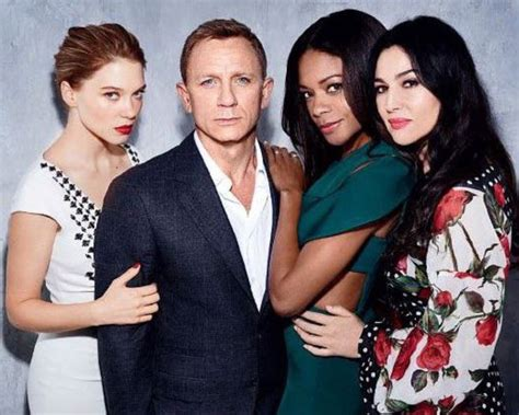daniel craig clings onto his bond girls at spectre world 1288 best images about james bond on pinterest