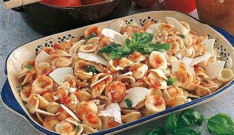 come cucinare le orecchiette fresche orecchiette veloci sugo di pomodoro fresco e ricotta salata