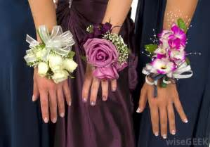 Flowers with unpleasant odors should be avoided for use as corsage