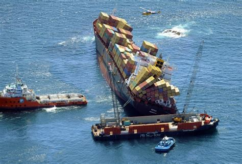fishing boat accident gladstone salvage teams finally pump oil from cargo ship rena