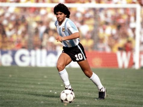 beween messi and maradona who is the greatest player