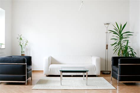minimalistische einrichtung in der vormaligen wohnung - Minimalistische Einrichtung