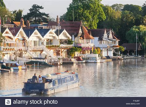 thames river cruise reading to henley england oxfordshire henley on thames boathouses and