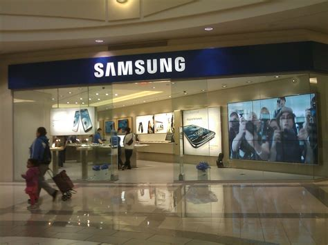 verso una rete di samsung store riconvertiti 60 negozi carphone warehouse macitynet it