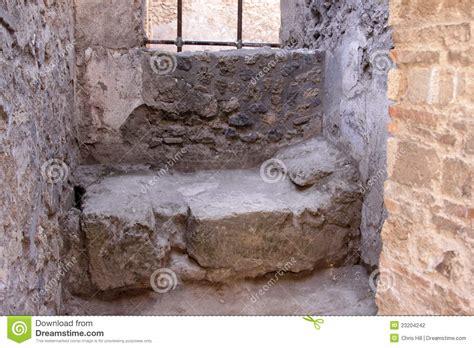 cama de piedra cama de piedra en pompeya