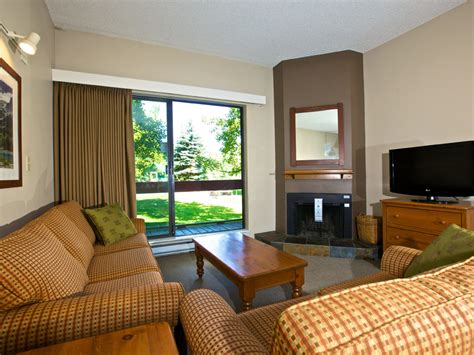 which hotels have two bedroom suites whistler hotel two bedroom bunk bed suites tantalus lodge