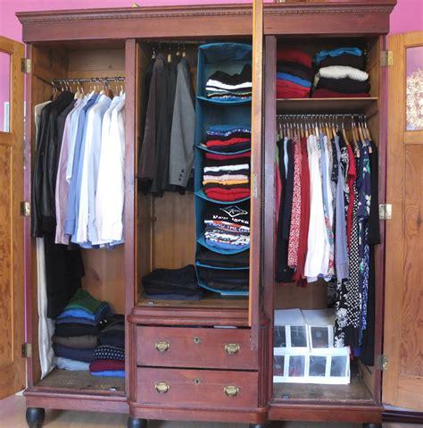 kleiderschrank ordnung regeln zum kleiderschrank aussortieren geliebte ordnung