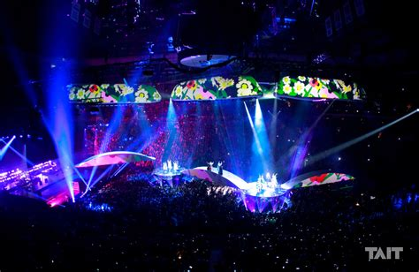 gaga concert the shapeshifting stage design gaga s joanne world
