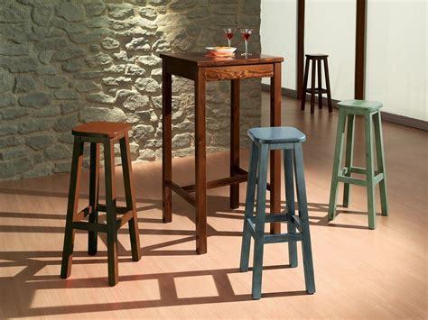 tavoli con sgabelli originale tavolo alto con sgabelli costruiti in legno