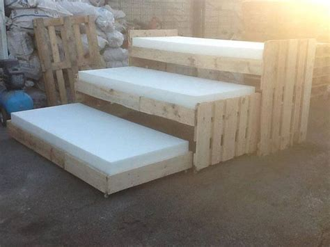 diy pallet trundle bed pin by ilustradero on pallets y cajas recicladas