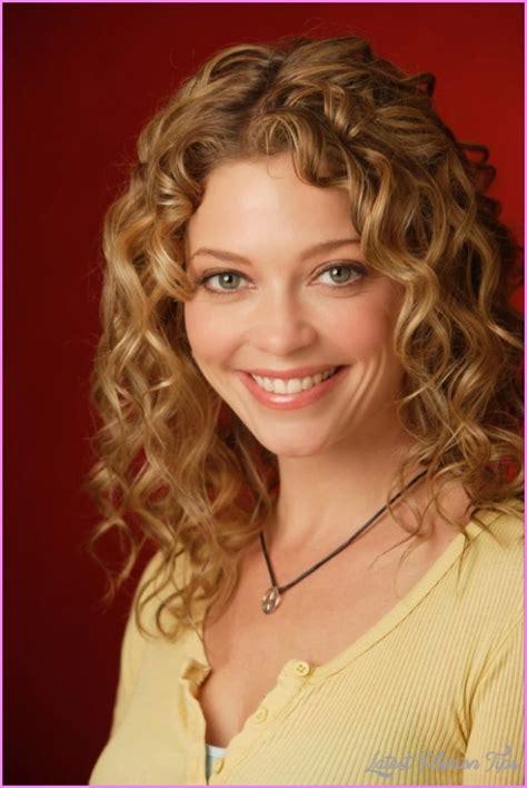 medium haircuts for thin hair latestfashiontips com medium haircuts for thin curly hair latestfashiontips com