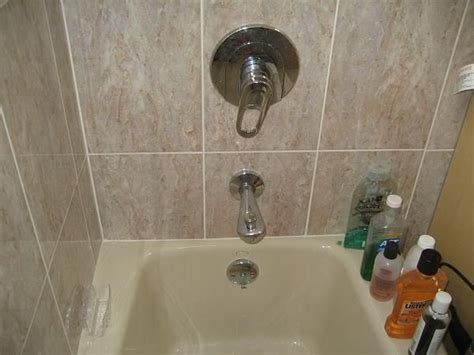 How To Replace Tub Faucet by 25 Best Ideas About Bathtubs On