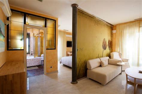 hotel con vasca idromassaggio in liguria junior suite benessere direttamente sul mare a diano