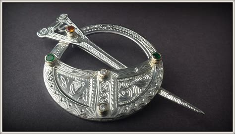 Handmade Celtic Jewellery - emerald tara brooch claddagh design celtic