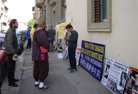 consolato cinese in italia italia esposta la persecuzione falun gong al consolato