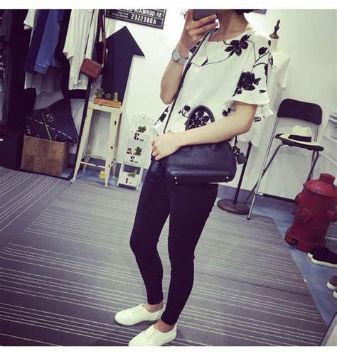 Stelan Celana Hitam Blouse Putih Wa blouse wanita motif bunga putih hitam myrosefashion