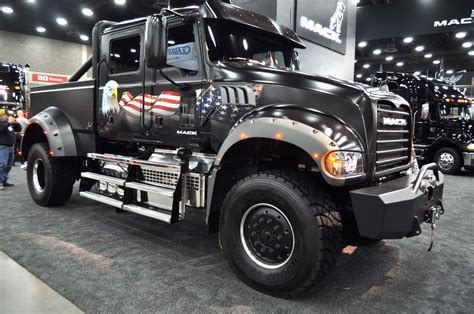 video muscular mack pickup ready  independence day