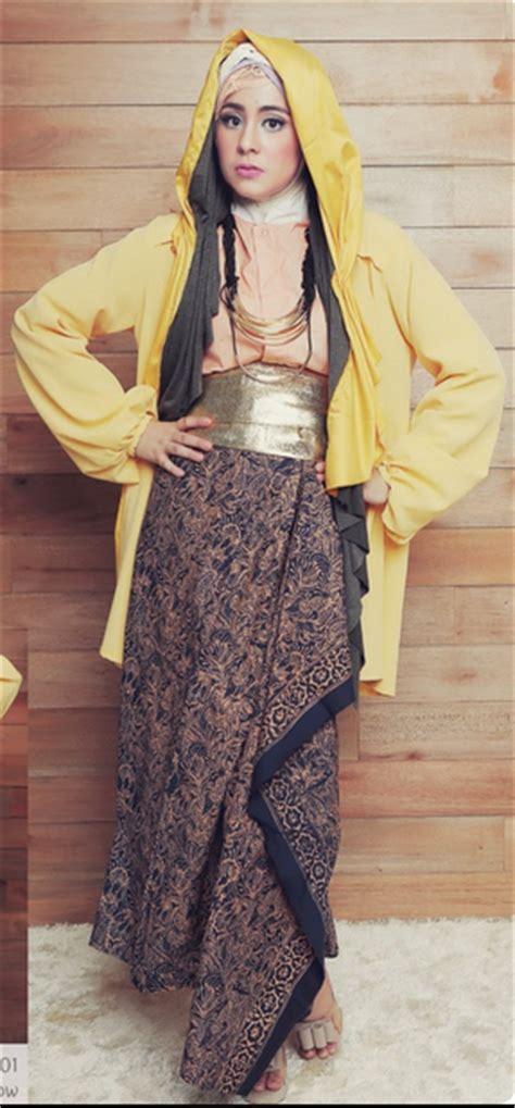 desain baju batik glamour 20 contoh gaya berbusana risty tagor kumpulan model baju