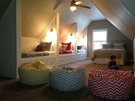 Bonus Room Bedroom by Best 20 Attic Room Ideas On