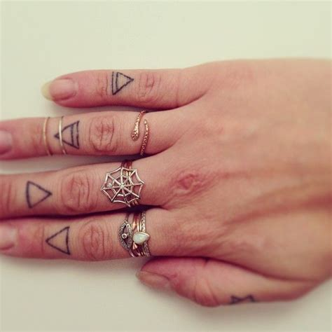 tattoo ring finger kosten 102 best images about finger tattoos on pinterest henna