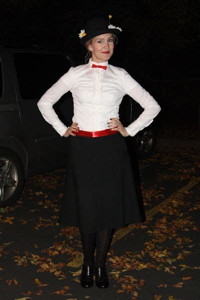 mary poppins up up 0500651043 pintererest mary poppins costume as anna would say quot there s the love quot costumes
