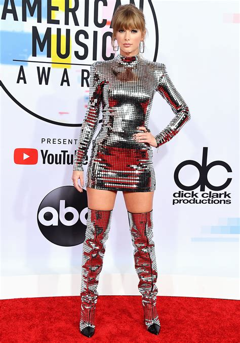 taylor swift ama 2018 full amas 2018 taylor swift hits red carpet in sexy mini dress