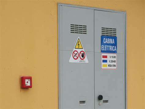 cabina elettrica folgorato nella cabina elettrica da una scarica di 20 000