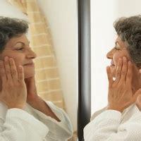Cermin Wajah kebiasaan buruk yang bikin cepat tua informersejati