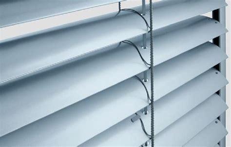 aislar persianas enrollables cortiambientes persianas toldos y cortinas