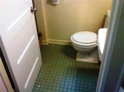 retro green tile in bathroom suggestions for wall colors