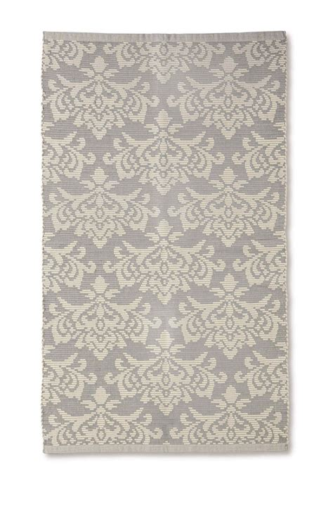 aldi rugs this fab 15 rug from aldi s new interiors range is bound to sell out herfamily ie