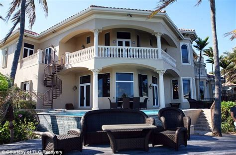 Florida House Detox Deerfield by Deerfield Furious After Vacant Mansion Turned Into